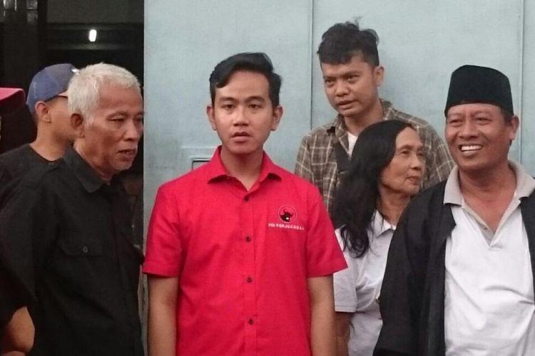 Bakal calon wali kota Surakarta, Gibran Rakabuming Raka saat menemui tokoh senior PDI-P di Solo, Jawa Tengah, Kamis (19/12/2019).