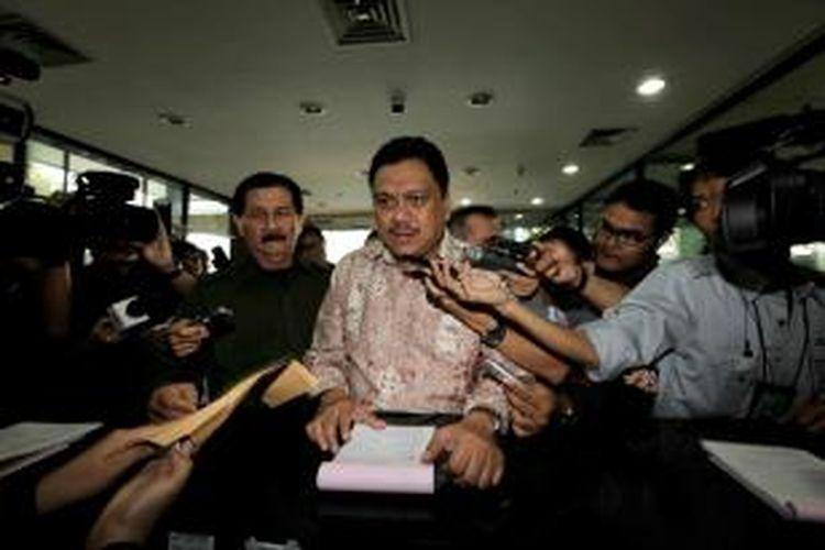 Pimpinan Badan Anggaran DPR Olly Dondokambey memenuhi panggilan Komisi Pemberantasan Korupsi, Jakarta, Selasa (11/9/2012). Dia diperiksa sebagai saksi dalam kasus Dana Penyesuaian Infrastruktur Daerah (DPID) dengan tersangka Fahd El Fouz.