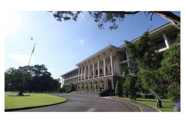 Universitas Gadjah Mada taih peringkat ke-74 sebagai universitas terbaik di Asia versi Quacquarelli Symonds (QS).