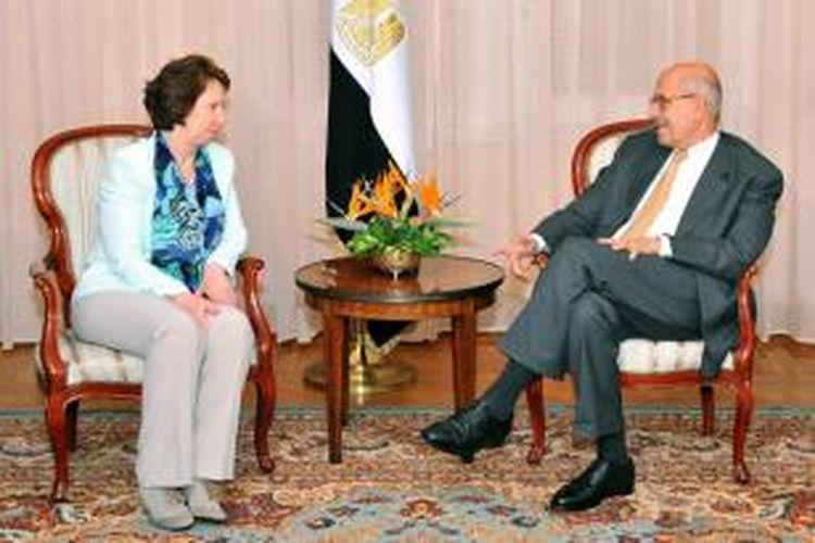 Kepala Bidang Kebijakan Luar Negeri Uni Eropa, Catherine Ashton bertemu dengan Wapres Mesir Mohammed ElBaradei di Kairo, Rabu (17/7/2013).