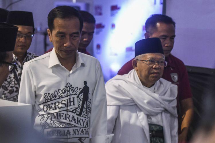 Pasangan Calon Presiden dan Wakil Presiden Joko Widodo (kiri) dan Maruf Amin (kanan) tiba di gedung KPU untuk melakukan pendaftaran di Jakarta, Jumat (10/8). Pasangan Joko Widodo-Maruf Amin mendaftarkan diri sebagai calon presiden-wakil presiden periode 2019-2024. ANTARA FOTO/Hafidz Mubarak A/foc/18.