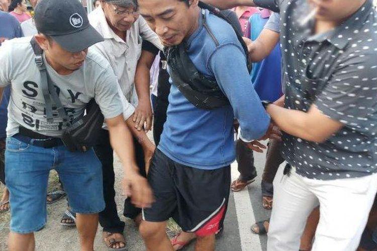 Jamal, warga Pinrang, Sulawesi Selatan, saat ditangkap karena membunuh ayah kandungnya, Minggu (11/4/2021).
