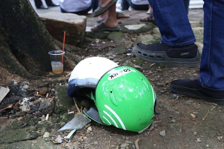 Suasana saat supir angkot melakukan demo dengan aksi mogok tarik penumpang di Pusat Pemerintahan Kota Tangerang, Rabu (8/3/2017). Ratusan sopir meminta pemerintah agar melarang angkutan online beroperasi di Tangerang.