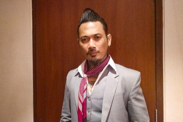 Drummer grup band Superman is Dead (SID) Jerinx saat ditemui di gala premiere film Mama Mama Jagoan, di XXI Epicentrum, Rasuna Said, Jakarta Selatan, Kamis (15/11/2018).