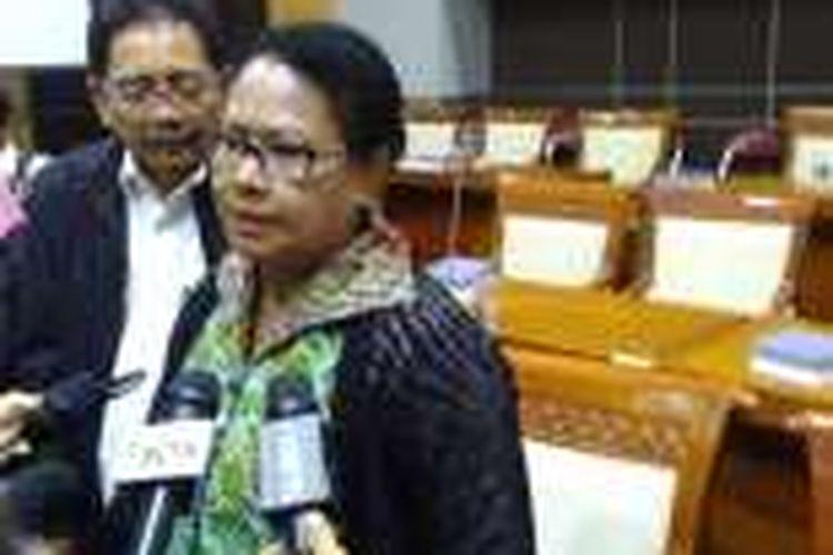 Menteri Pemberdayaan Perempuan dan Anak Yohana Susana Yembise dalam Rapat Kerja Gabungan di Komisi VIII DPR