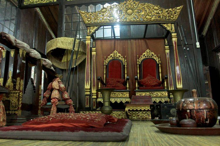 Ruang Gegajah yang digunakan sebagai tempat menerima tahu kehormatan pemilik rumah yang merupakan salah satu ruangan di rumah Limas.