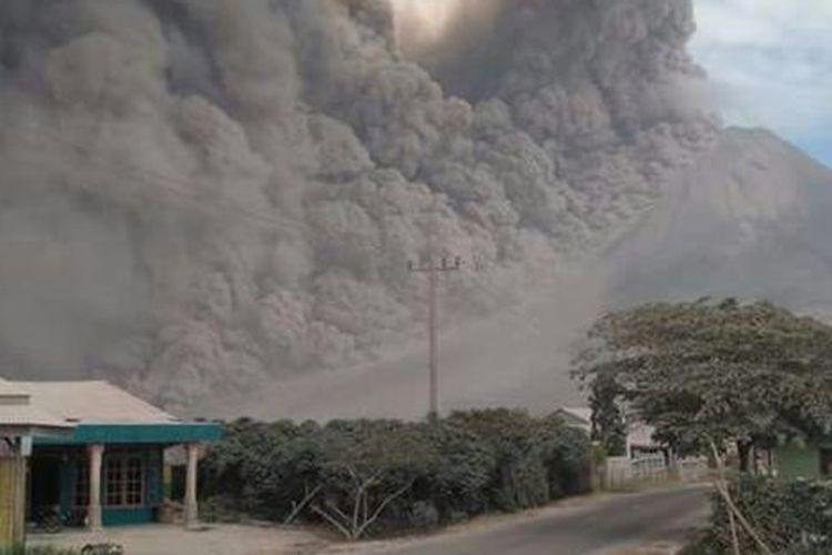 Erupsi Gunung Sinabung pada tahun 2017