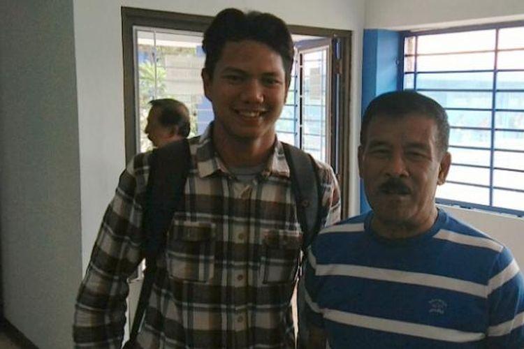 Manajer Persib Bandung Umuh Muchtar saat datang bersama Achmad Jufriyanto di Mes Persib, Jalan Ahmad Yani, Bandung (26/1/2017). KOMPAS.com/DENDI RAMDHANI