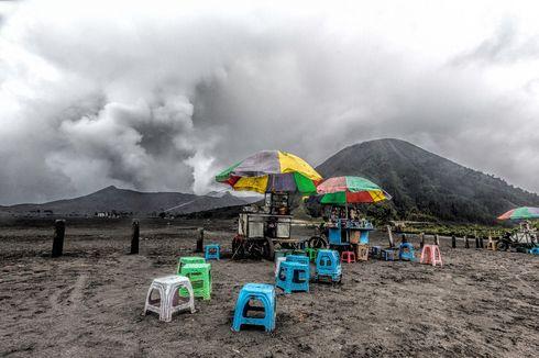 Gunung Bromo Semburkan Abu Vulkanik, 9 Desa Dilanda Hujan Abu