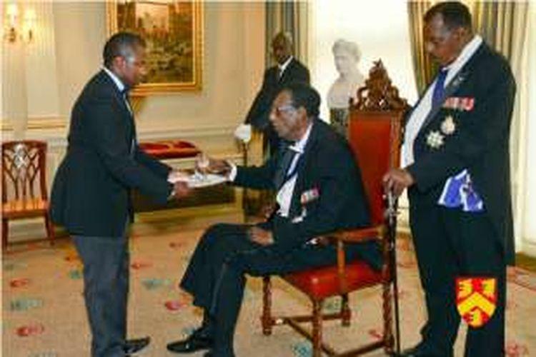 Raja terakhir Rwanda, Kigeli V (tengah) yang terlahir dengan nama Jean-Baptiste Ndahindurwa meninggal dunia di usia 80 tahun.
