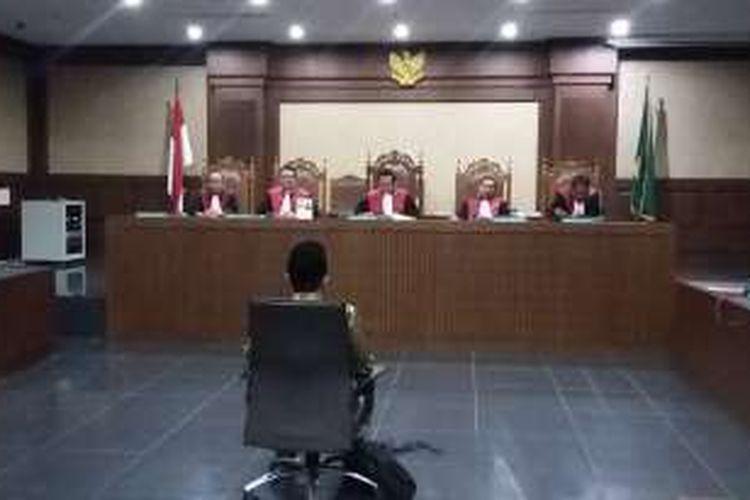 Mantan Direktur Jenderal Pembinaan Pembangunan Kawasan Transmigrasi Kementerian Tenaga Kerja dan Transmigrasi, Jamaluddien Malik di Pengadilan Tindak Pidana Korupsi, Jakarta, Rabu (30/3/2016).