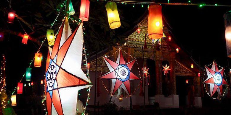Festival Lampu di Kuil Luang Prabang, Laos.