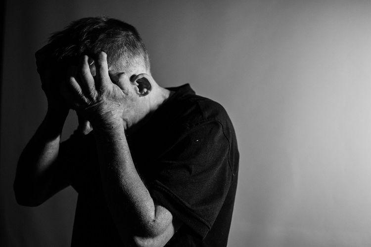 Efek domino pandemi Covid-19 juga berdampak nyata pada kesehatan mental. Situasi ini juga memicu mental breakdown pada sebagian orang.