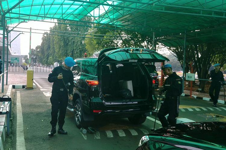 Pengamanan di kompleks parlemen diperketat menjelang pelaksanaan Sidang Tahunan MPR, Sidang Bersama DPD-DPR dan Sidang Paripurna DPR, Rabu (16/8/2017).