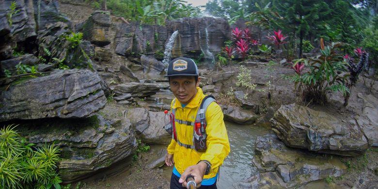 Aliran sungai di kawasan Gua Garunggang di Desa Karang Tengah, Babakan Madang, Kabupaten Bogor, Selasa (6/2/2018).