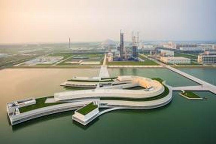 Bangunan itu akan berada di atas danau buatan seluas 100.000 meter persegi. Karena lokasinya yang unik, bangunan kantor tersebut juga dikenal dengan nama The Building on the Water.