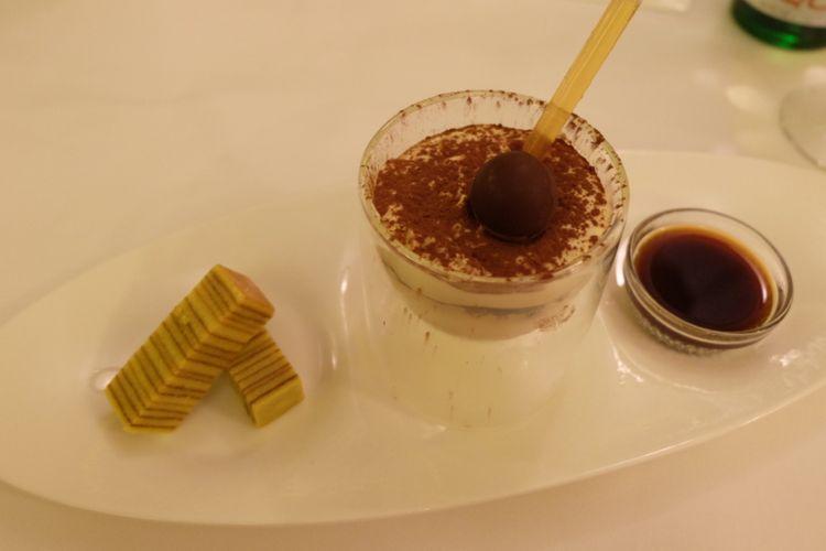 Classic Tiramisu, salah satu hidangan di il Mares Hotel Mulia.