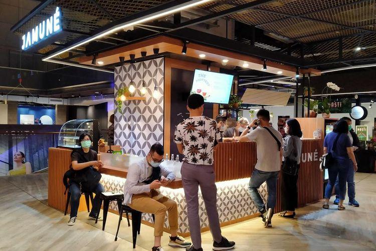Gerai Jamune yang berkonsep open bar di mal Astha, kawasan SCBD Jakarta.