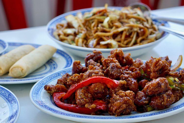 Ilustrasi ayam tao khas restoran chinese food.
