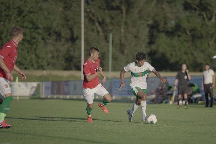 Aksi Irfan Jauhari pada laga uji coba timnas U19 Indonesia vs Bulgaria di Kroasia, Sabtu (5/9/2020).