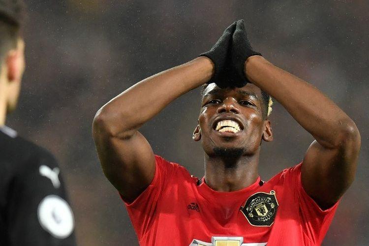 Gelandang Manchester United, Paul Pogba, bereaksi setelah gagal memanfaatkan peluang pada laga Boxing Day Liga Inggris kontra Newcastle United, Kamis (26/12/2019).