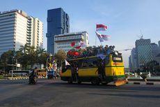 Aksi Massa di Patung Kuda Bergeser ke DPR