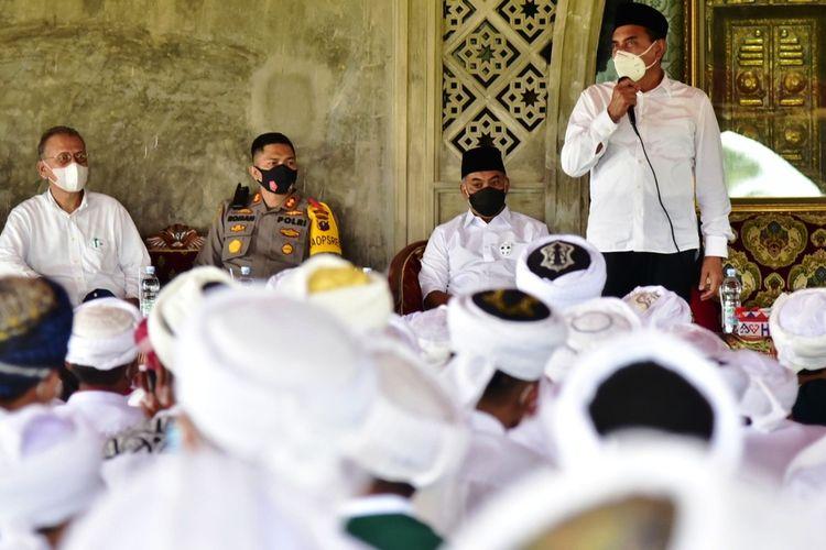 Kunjungi pesanteran, Gubernur Sumut Edy Rahmayadi ingatkan pengurus dan para santri untuk tetap mematuhi protokol kesehatan, Selasa (6/10/2020)