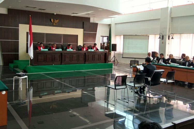 Yusril Ihza Mahendra saat hadir sebagai saksi dalam persidangan kasus Buni Yani di Gedung Dinas Perpustakaan dan Arsip (Dispusip) Pemerintah Kota Bandung, Jalan Seram, Kota Bandung, Selasa (12/9/2017).