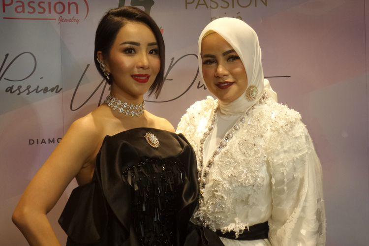 Founder Passion Jewelry Airyn Tanu dan artis Olla Ramlan pada perayan ulang tahun ke-14 Passion Jewelry di Plaza Indonesia, Senin (2/12/2019).