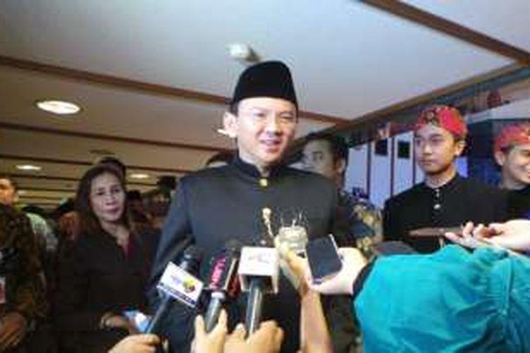 Gubernur DKI Jakarta Basuki Tjahaja Purnama pakai baju serong khas Betawi