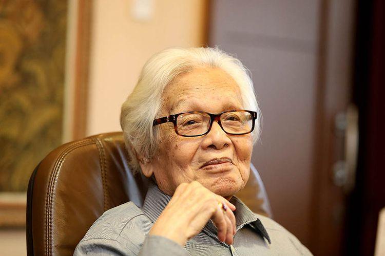 [ARSIP] Portrait foto Pendiri Kompas Gramedia, Jakob Oetama di Gedung Kompas Gramedia, Palmerah Selatan, Jakarta, Selasa (27/9/2016). Pendiri Kompas Gramedia, Jakob Oetama (88) meninggal dunia di Rumah Sakit Mitra Keluarga Kelapa Gading, Jakarta, Rabu (9/9/2020).