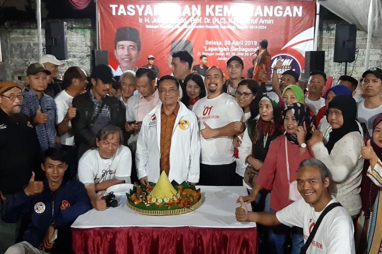 Komunitas relawan Trisakti untuk Jokowi menggelar syukuran  atas kemenangan Joko Widodo - Maruf Amin, Selasa (30/4/2019) malam di Jalan Bungur Indah, Kemang, Jakarta Selatan. Mereka mengajak pendukung pasangan nomor 01 dan 02 melebur dalam rasa syukur dan kegembiraan menjelang bulan Ramadhan.