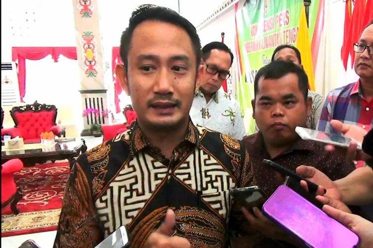 Foto Walikota Palangkaraya, Fairid Naparin saat diwawancarai awak media beberapa waktu lalu