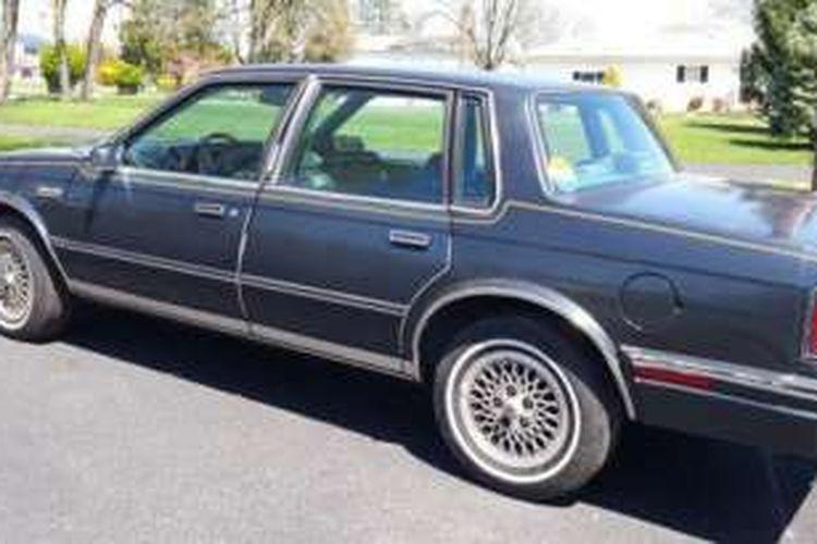 Mobil Cutlass Ciera produksi 1986 milik Keluarga Clinton sebelum meninggalkan