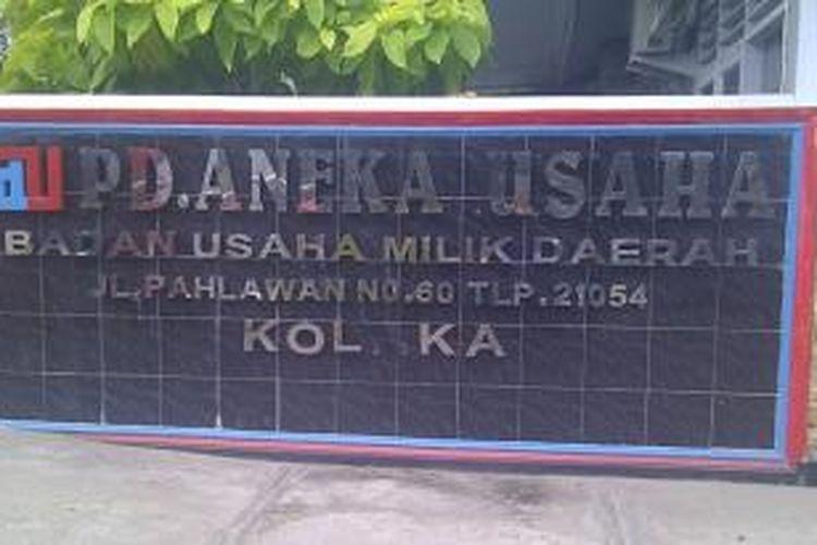 PD. Aneka Usaha, badan usaha milik daerah ini tengah bermasalah. Direktur Utamanya yang bernama Sukma Kutana telah ditetapkan sebagai tersangka korupsi oleh Polres Kolaka.