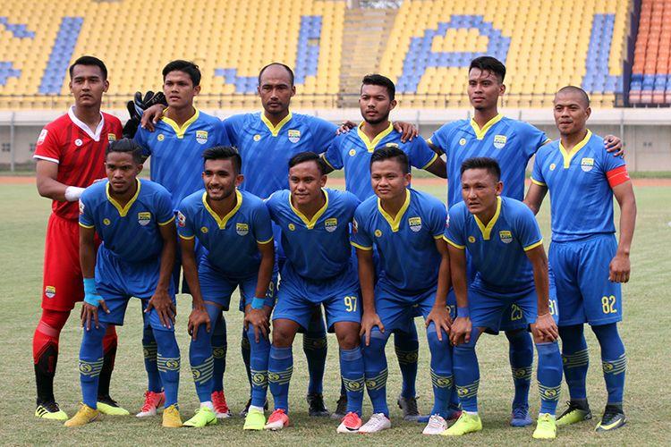 Tim Bandung United, sebelum menghadapi PSPS Riau, di Stadion Si Jalak Harupat, Kabupaten Bandung, Selasa (2/7/2019). (KOMPAS.com/SEPTIAN NUGRAHA)