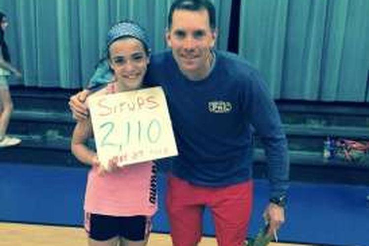 Kyleigh Bass (10) memamerkan kesuksesannya 'sit-ups' sebanyak 2.110 kali dalam 90 menit.