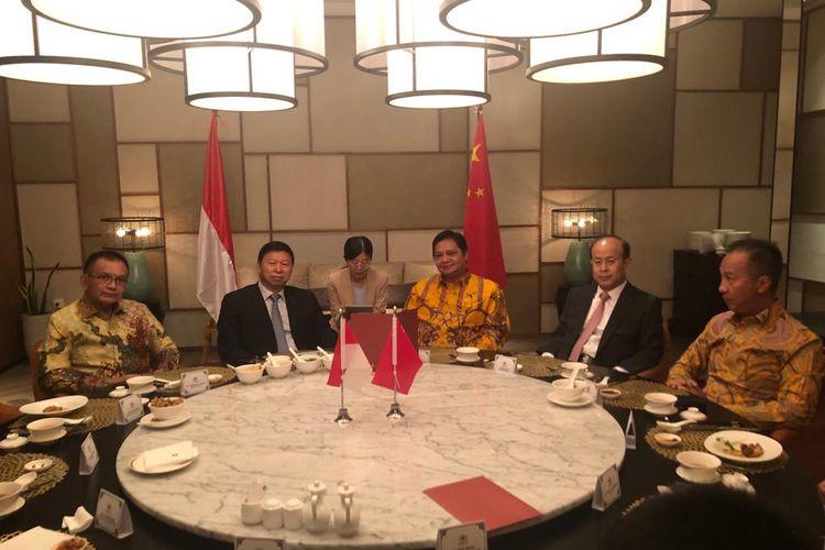 Ketua Umum Partai Golkar Airlangga Hartarto bertemu dengan Kepala Polit Biro Hubungan Internasional PKC (Head of International Department Communist Party of China) Song Tao di Restaurant Jia Hotel Shangri-La, Jakarta, Sabtu (21/9/2019)