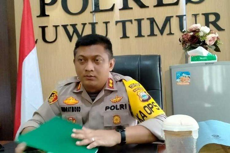 Kapolres Luwu Timur, AKBP Indratmoko usai memimpin upacara Pemberhentian Dengan Tidak Hormat (PTDH) yang berlangsung di halaman Mapolres Luwu Timur.