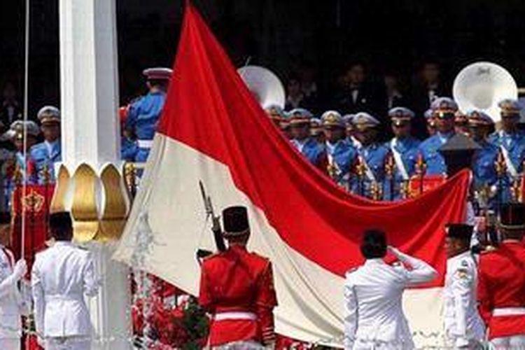84+ Gambar Pengibaran Bendera Merah Putih Saat Proklamasi Paling Keren