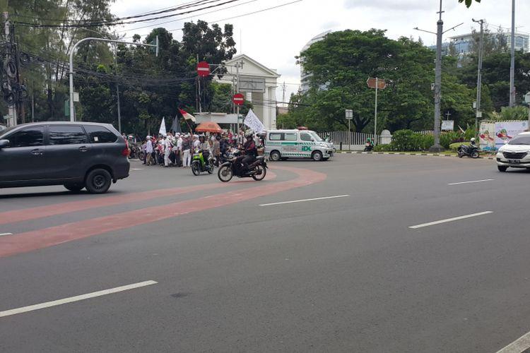 Ruas Jalan Medan Merdeka Timur, Jakarta Pusat, tampak lengang, Jumat (31/3/2017).