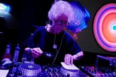 DJ Wiki, Perempuan 80 Tahun yang Lincah Mainkan Musik di Lantai Dansa