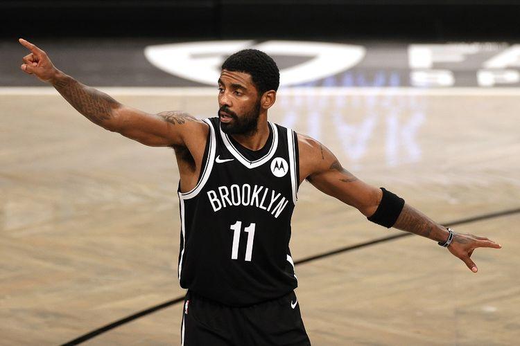 Pemain Brooklyn Nets, Kyrie Irving, ketika bermain melawan Atlanta Hawks di Barclays Center, Brooklyn, New York City, dalam laga NBA. Foto diambil pada tanggal 31 Desember 2020.
