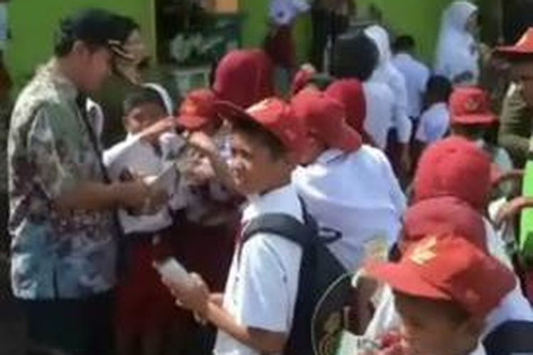 Tanamkan pendidikan dna perlawanan terhadap korupsi, Kejari mamuju utara melakukan sosialisasi pencegahan korupsi dari sekolah ke sekolah di Mamuju utara.