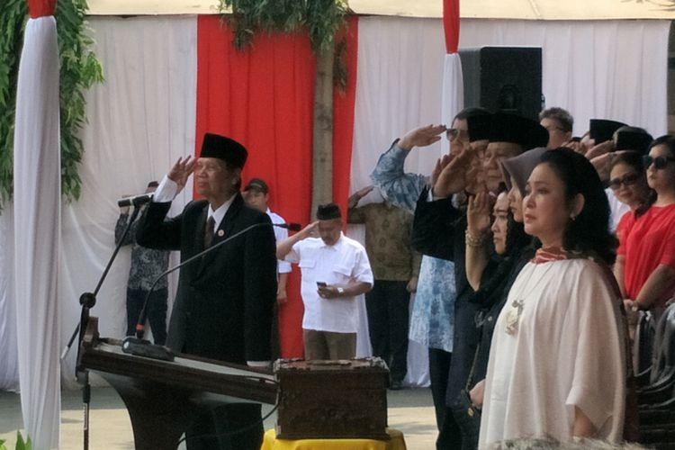 Bakal calon presiden sekaligus Ketua Umum Partai Gerindra Prabowo Subianto mengikuti upacara Peringatan Hari Kemerdekaan 17 Agustus 2018 di Kampus Universitas Bung Karno (UBK), Jakarta Pusat, Jumat (17/8/2018).