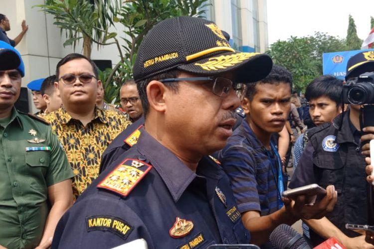 Dirjen Bea dan Cukai Kementerian Keuangan Heru Pambudi memberikan keterangan kepada wartawan di Kantor Bea Cukai Marunda, Selasa (2/10/2018).
