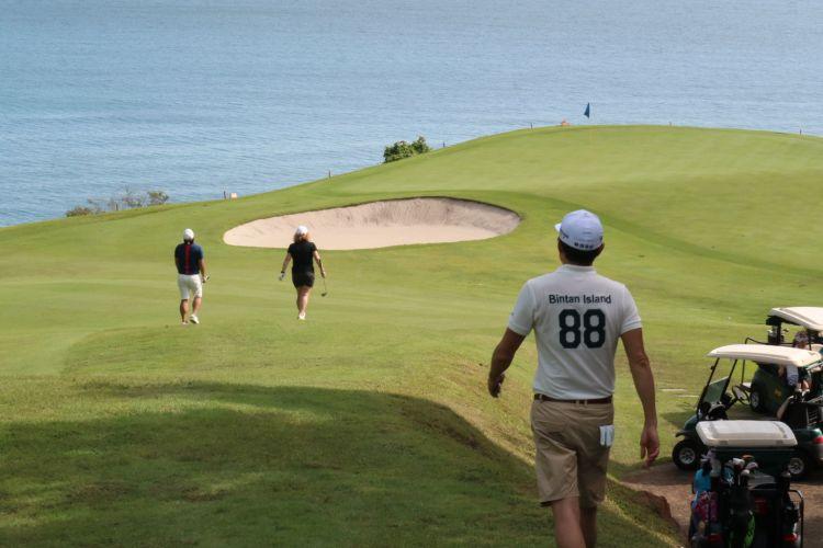 Golf Ria Bintan hole delapan, salah satu spot terbaik untuk golf di Ria Bintan.