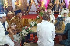 Lestarikan Budaya Sunda, Pasangan Ini Menikah dengan Maskawin Padi