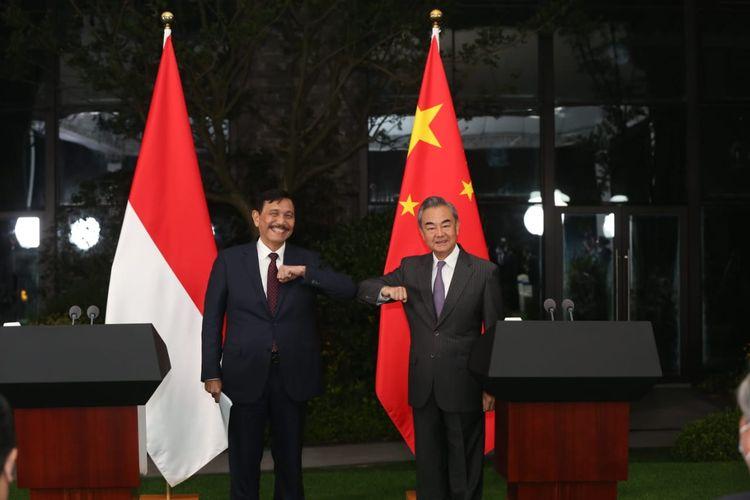 Menteri Koordinator Bidang Kemaritiman dan Investasi Luhut Binsar Pandjaitan dan Menteri Luar Negeri China, Wang Yi melakukan penandatanganan MoU Establishing a High Level Dialogue and Cooperation Mechanism di China pada Sabtu (5/6/2021)