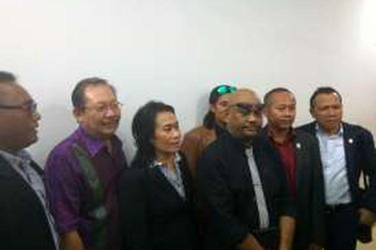 Tim pengacara pelaku penyekapan di Pondok Indah, usai mendampingi pemeriksaan kliennya di Mapolda Metri Jaya, Senin malam (5/9/2016).